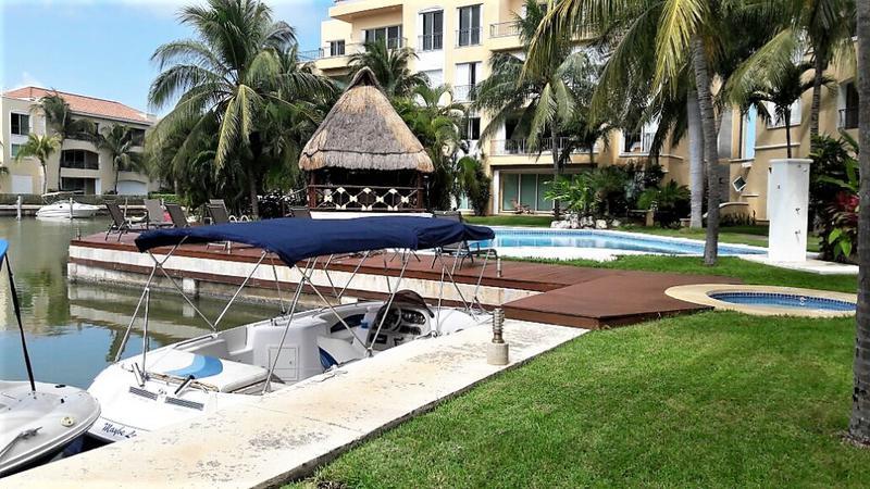 Foto Departamento en Venta en  Isla Dorada,  Cancún  Isla Dorada , Isla Paraiso, Departamento en Venta de 2 recámaras con muelle. Zona Hotelera, Cancún, Quintana Roo