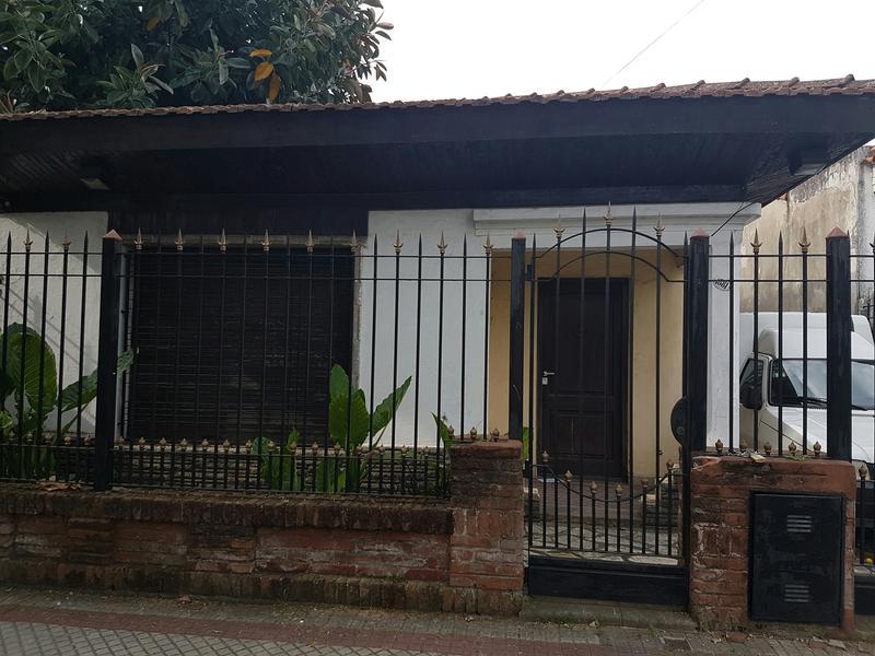Foto Casa en Venta en  Lomas De Zamora ,  G.B.A. Zona Sur  CASTELLI 1381