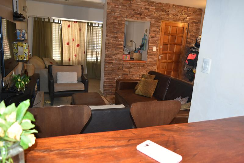 Foto Casa en Venta en  Gerli,  Lanus  PASAJE JORGE CHAVEZ al 400