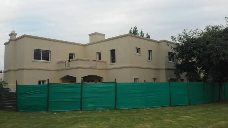 Foto Casa en Venta en  Villanueva,  Countries/B.Cerrado  San Isidro Labrador. Italia al 5043, Tigre. Casa con pileta en lote en esquina con vistas abiertas. 3 dormitorios a estrenar