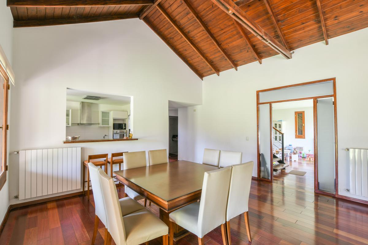 Casa de 3 dormitorios en venta con piscina en San Eduardo Aldea Fisherton Rosario