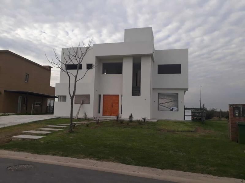 Foto Casa en Venta en  Puertos del Lago,  Countries/B.Cerrado (Escobar)  Puertos, Escobar