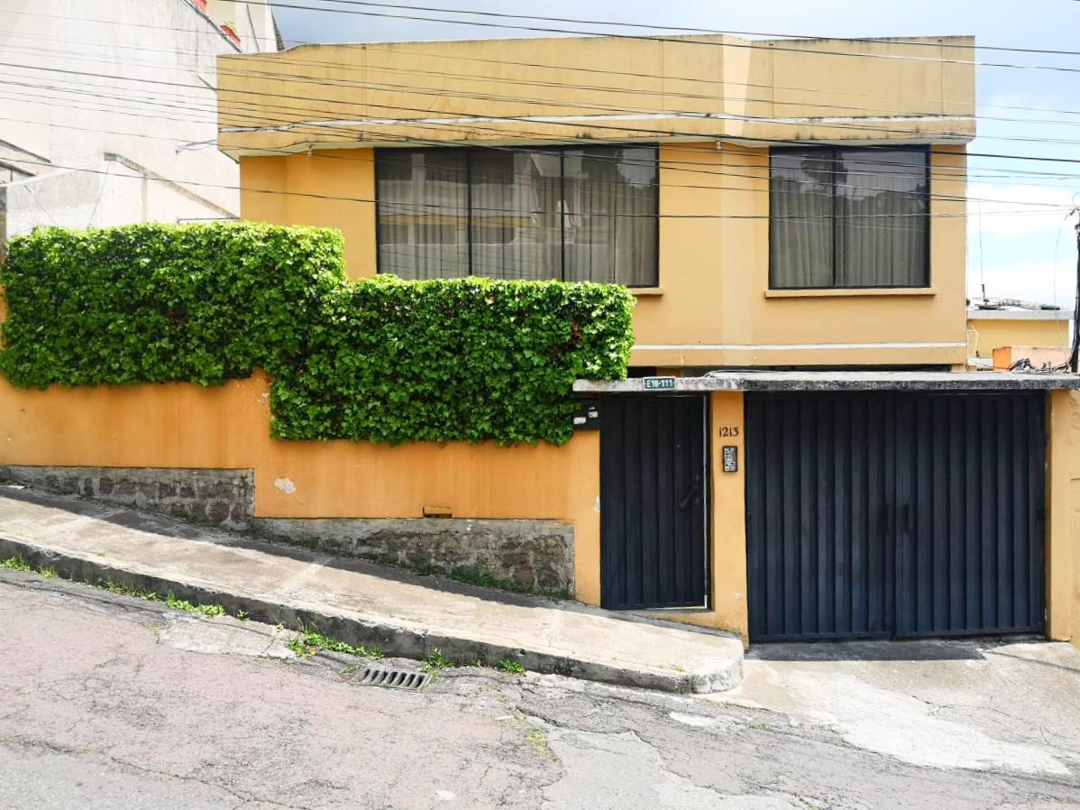 Foto Casa en Venta en  Centro de Quito,  Quito  Urbanización las Orquídeas
