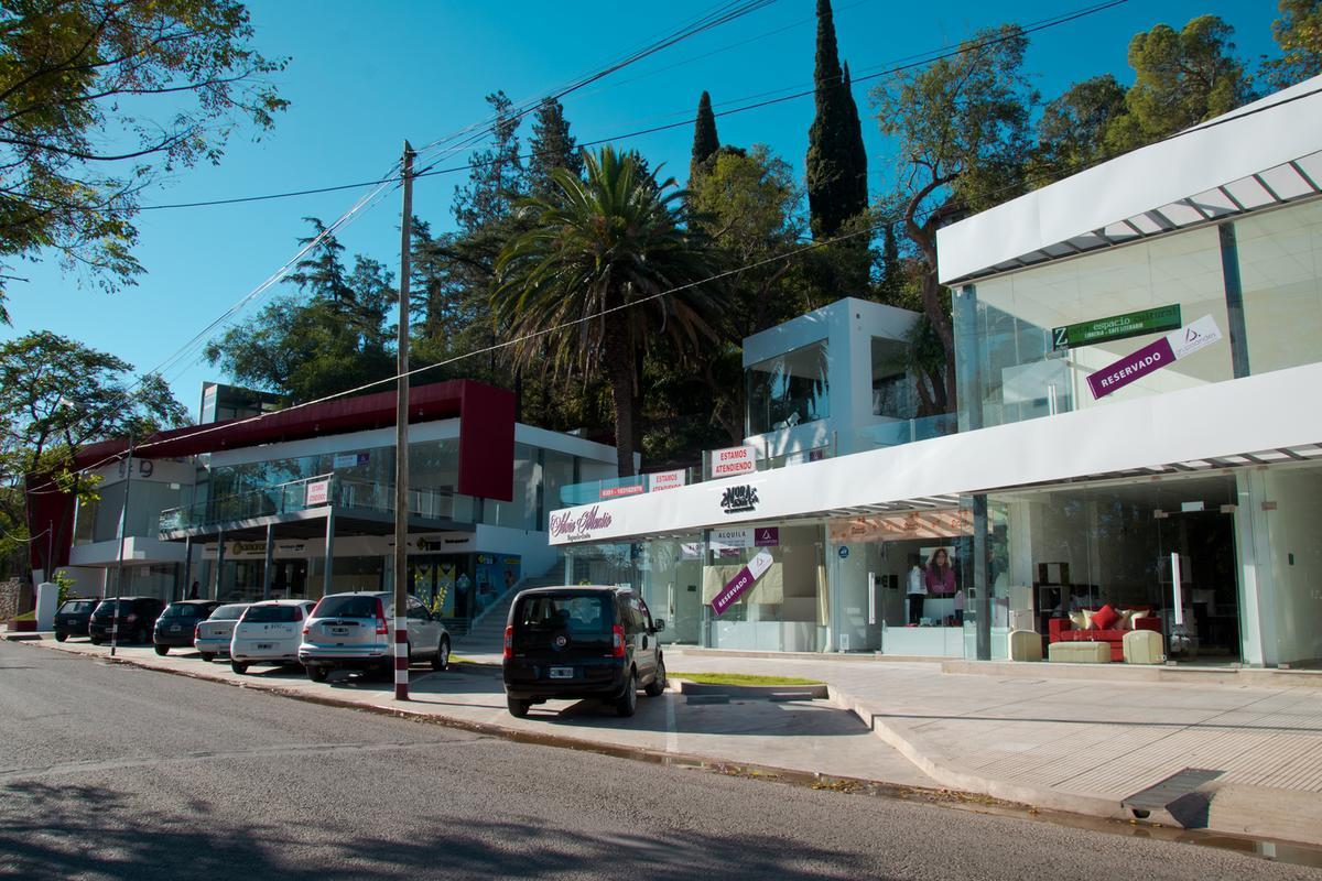 Foto Local en Alquiler en  Villa Allende Golf,  Villa Allende  LOCAL EN ALQUILER VILLA ALLENDE FRENTE AL POLIDEPORTIVO COMPLEJO PALMAS DE LA VILLA