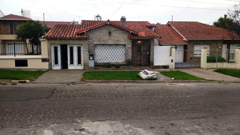 Foto Casa en Venta en  P.Mogotes,  Mar Del Plata  Sicilia al 1900