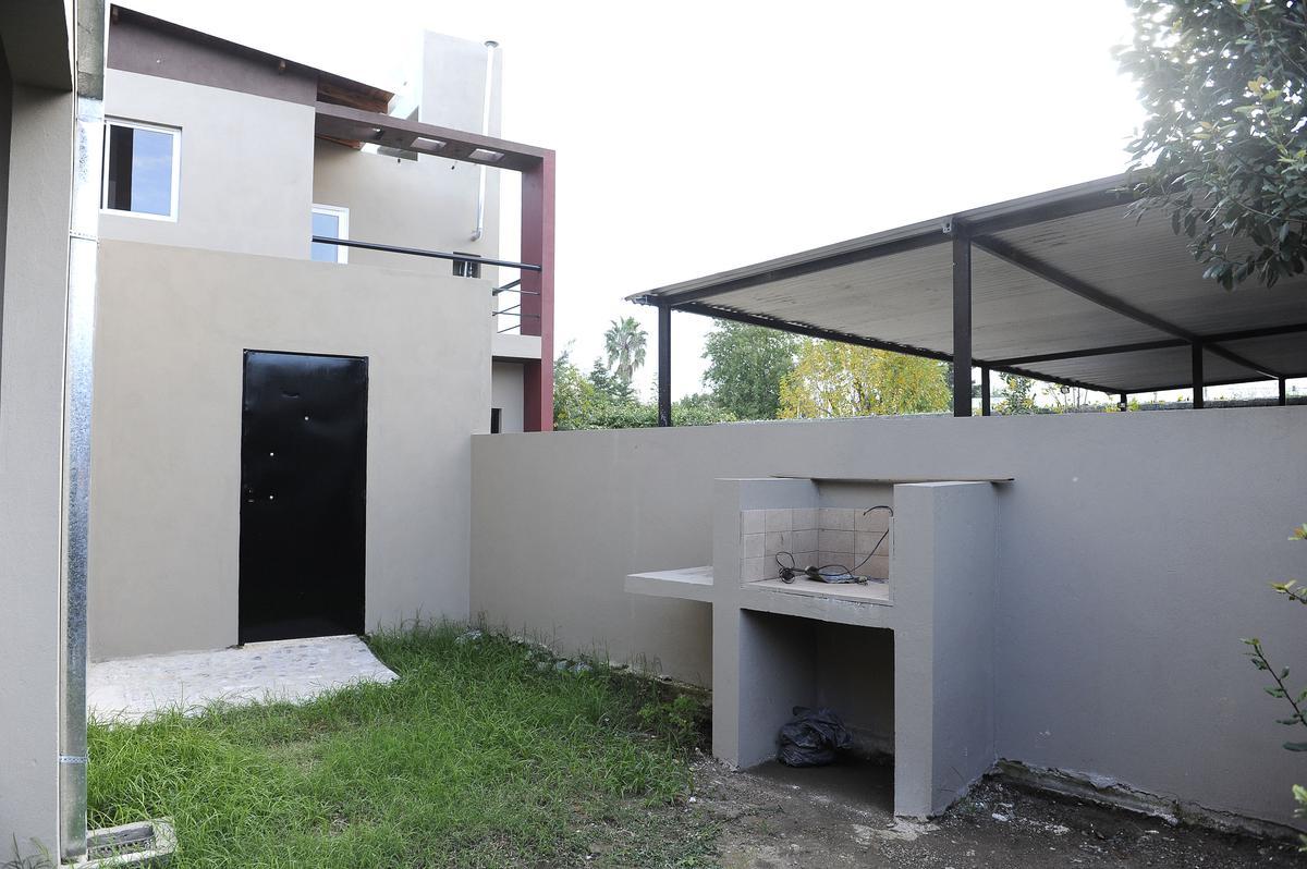 Foto Casa en Venta en  City Bell,  La Plata  462 E/18 y 19, PB 2