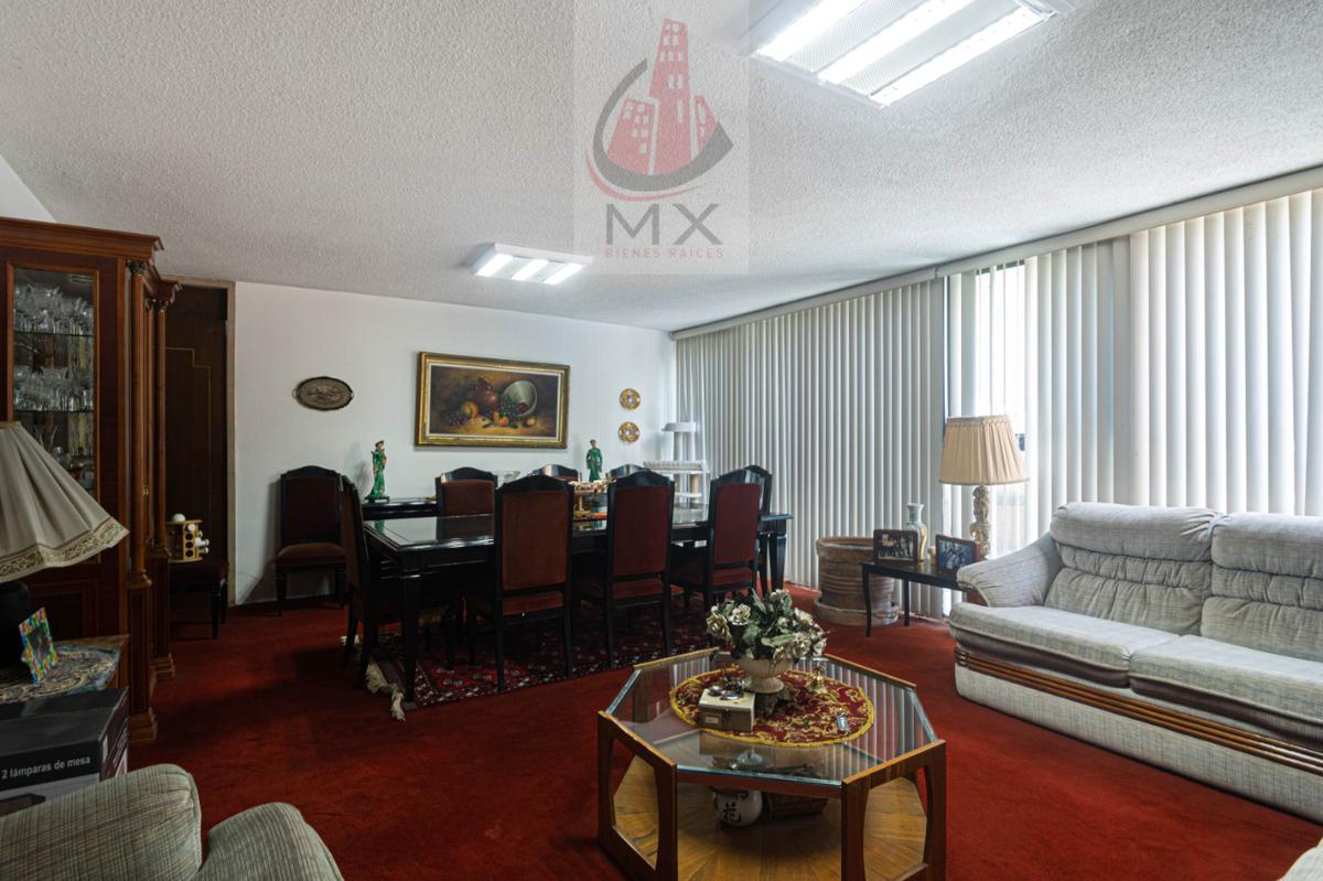 Foto Casa en Venta en  Lomas de Tecamachalco,  Naucalpan de Juárez  Oportunidad casa para actualizar en cerrada