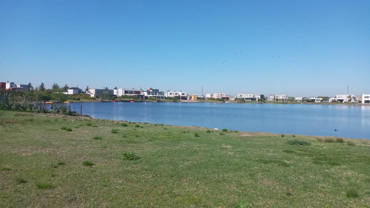 Foto Terreno en Venta en  San Gabriel,  Villanueva  Venta lote a la laguna en B° San Gabriel - Villa Nueva en Tigre