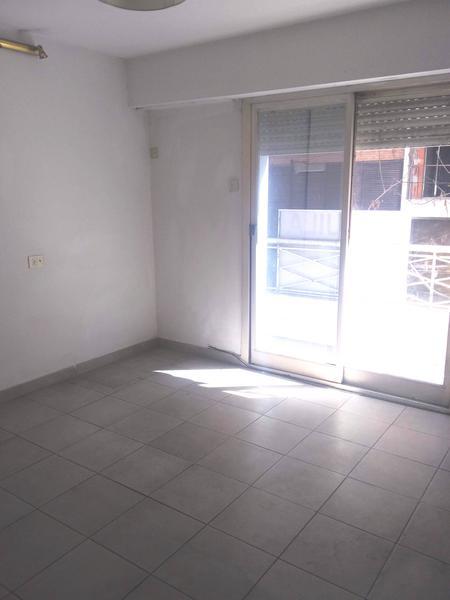 Foto Departamento en Venta | Alquiler en  Barrio Norte ,  Capital Federal  Uriburu al 1053, 2do. piso, e/Av- Santa Fe y M.T. de Alvear, CABA