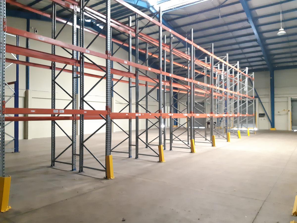 Foto Bodega Industrial en Renta en  Pozos,  Santa Ana  Santa Ana/ Bodega 2100 mt2/ 13 oficinas