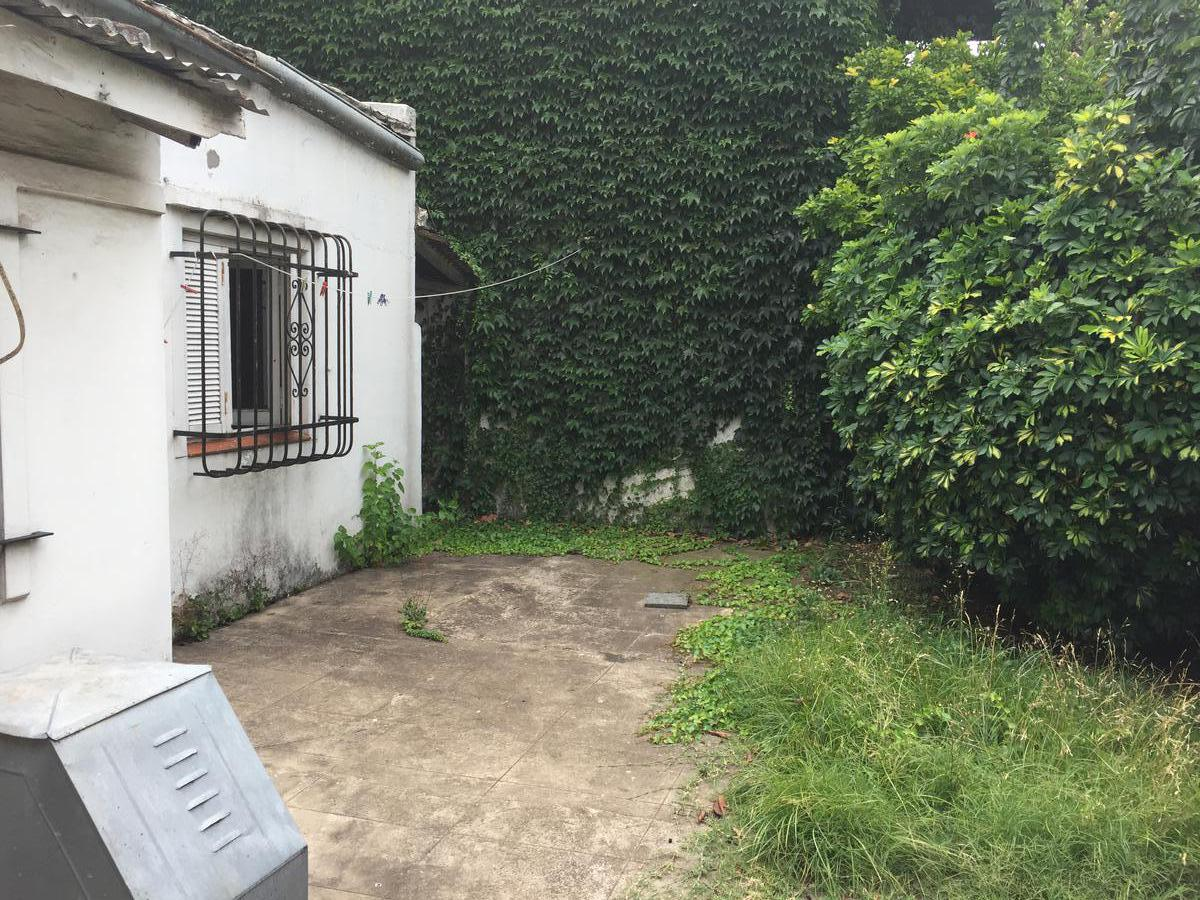 Foto Casa en Venta en  Burzaco,  Almirante Brown  SANTA MARÍA al 600