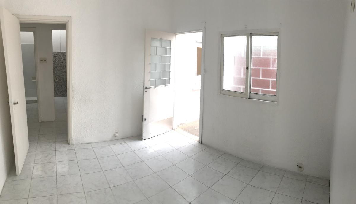 Foto Apartamento en Alquiler en  Cerrito ,  Montevideo  Propios y Burgues - Rafael Hortiguera  2 dorm y patio