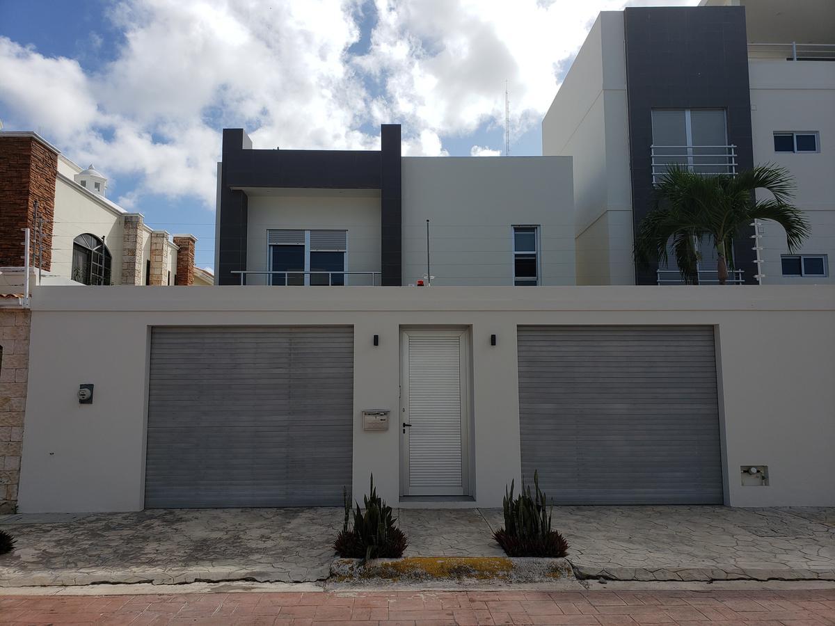 Foto Casa en Venta en  Supermanzana 12,  Cancún  CASA EN VENTA MINIMALISTA DE LUJO SM 12