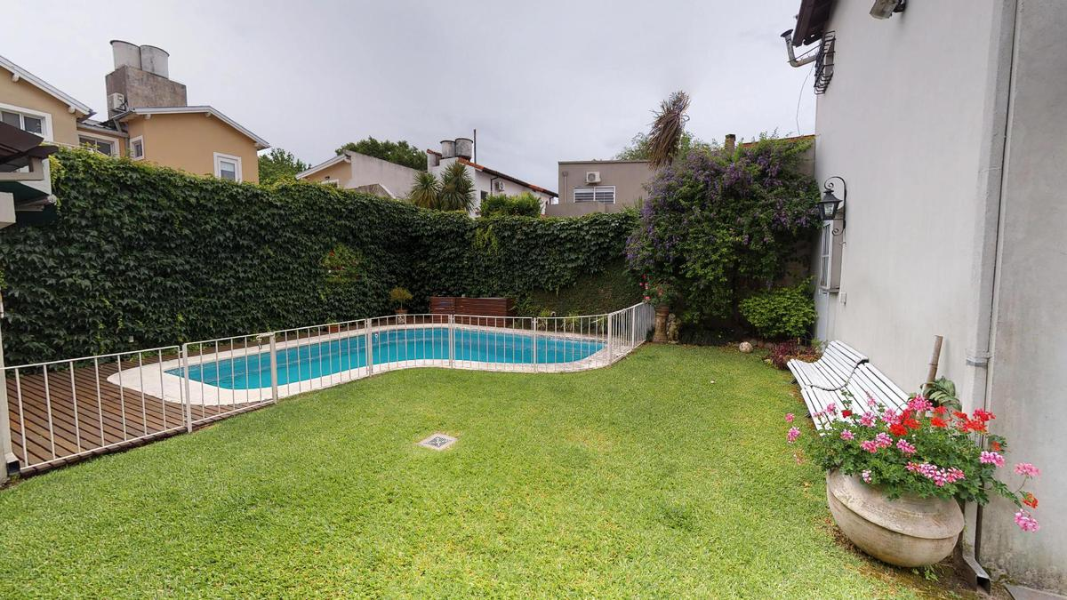 Foto Casa en Venta en  La Lucila-Vias/Libert.,  La Lucila  Diaz Velez al 800