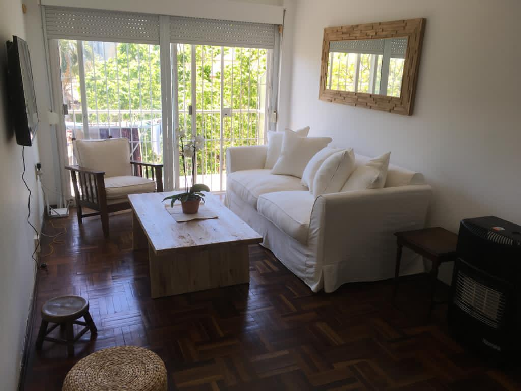 Foto Apartamento en Alquiler en  Pocitos ,  Montevideo  Av Brasil y Obligado - 2 dorm, balcon, muy luminoso!!!