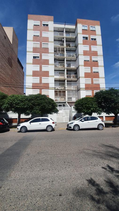 Foto Departamento en Alquiler en  Capital ,  Neuquen  CARLOS H RODRIGUEZ al 800