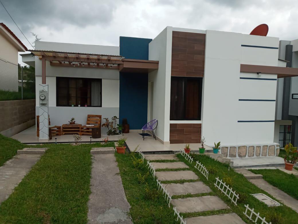 Foto Casa en Venta en  Las Tres Rosas,  Valle de Angeles  Casa 2hab/1baño en Residencial Versailles