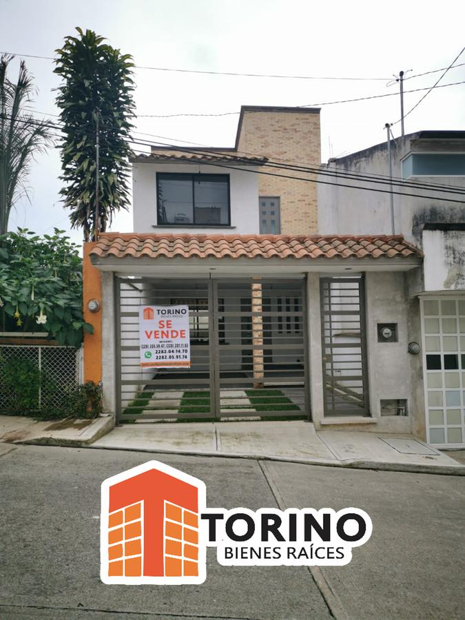 Foto Casa en Venta en  Ruben Pabello Acosta,  Xalapa  BONITA CASA CON ÁREA VERDE MUY CERCA DE URBAN CENTER