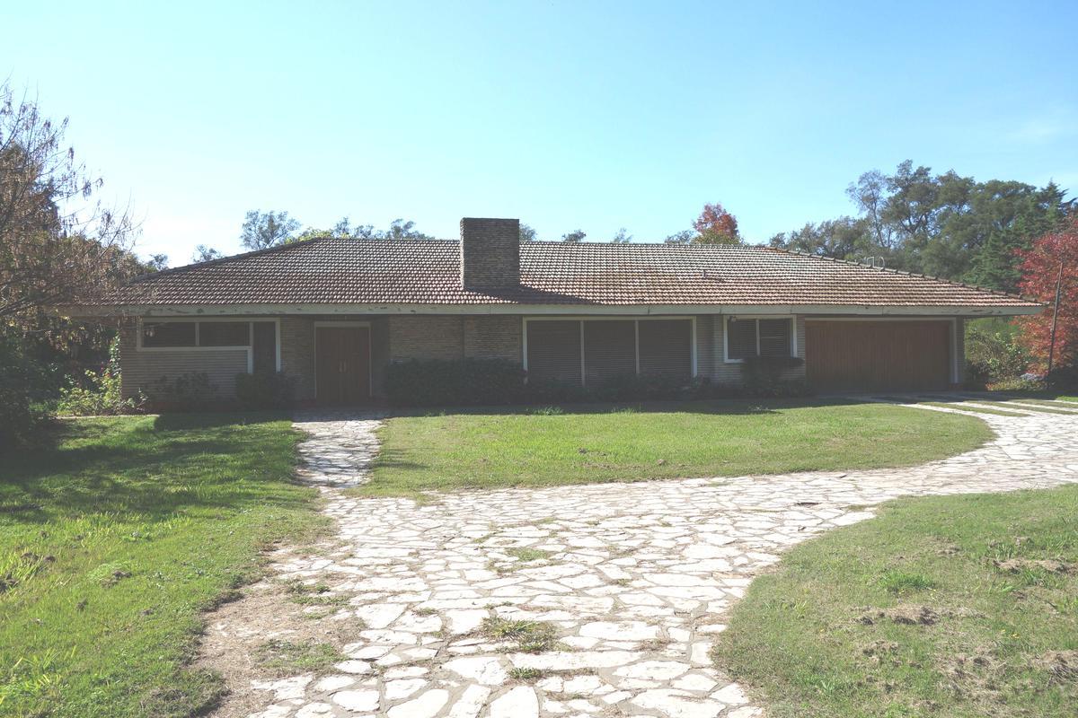 Foto Casa en Venta en  Open Door,  Lujan  Cómoda propiedad sobre Cabred 1400