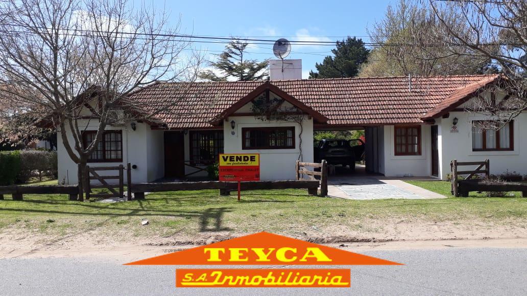Foto Casa en Venta en  Mar de ostende,  Pinamar  Corso Elegancia 366 esq. Noel