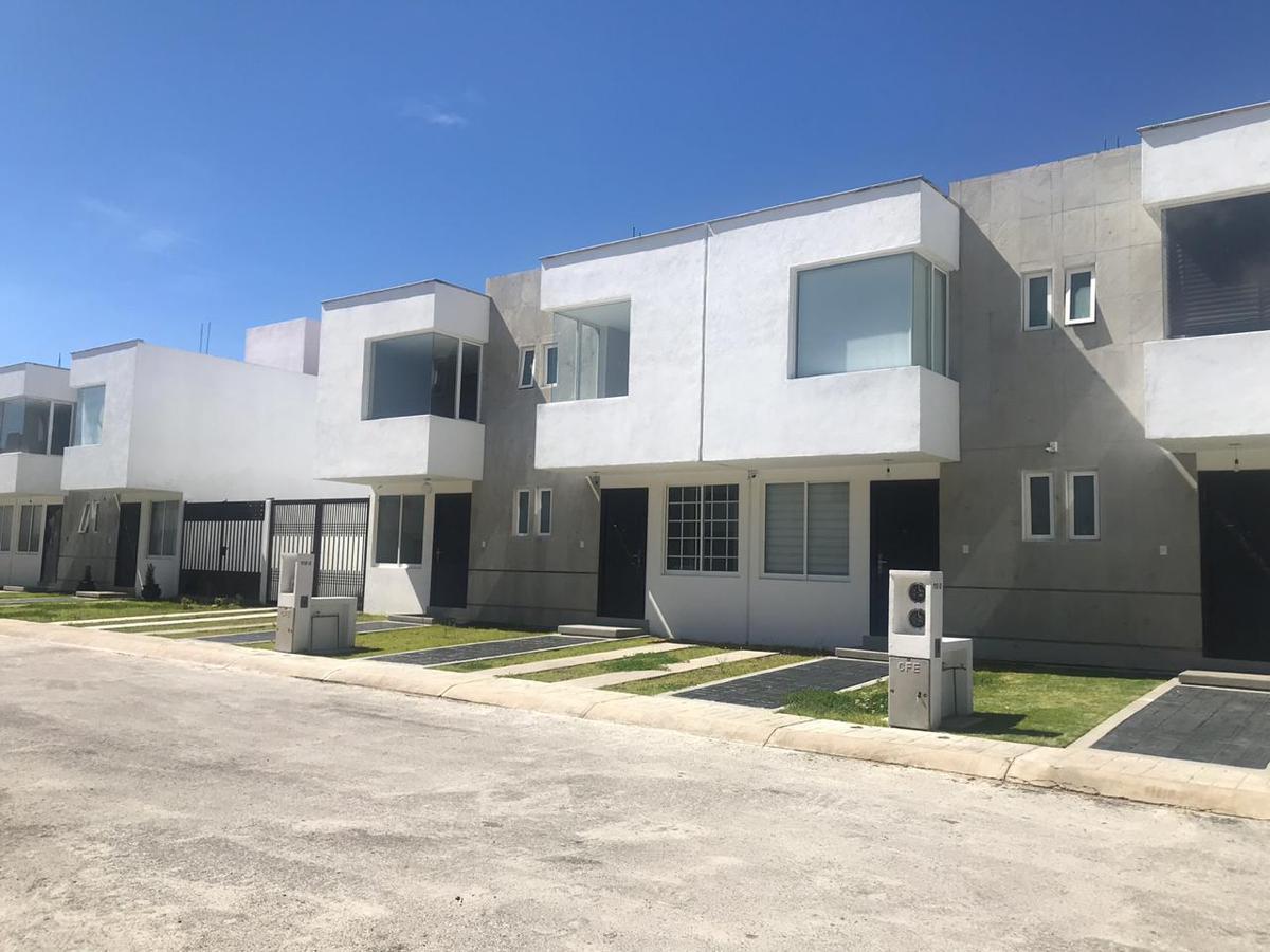 Foto Casa en condominio en Renta en  San Luis Mextepec,  Zinacantepec  Capulin, Conjunto Urbano Bosques