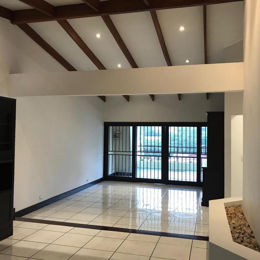 Foto Casa en Venta en  Bello Horizonte,  Escazu  Casa Independiente/ Amplio Jardín/ Pet Friendly