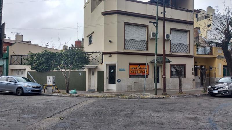 Foto Casa en Venta en  Valentin Alsina,  Lanus  Paso de Burgos 600