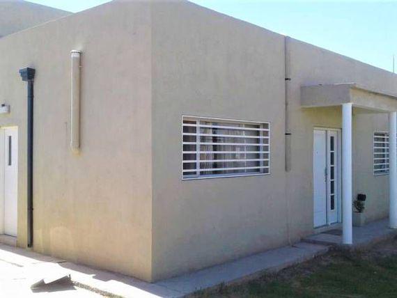 Foto Casa en Venta en  Capital ,  Neuquen  CASA EN VENTA URBANIZACION BOSCH
