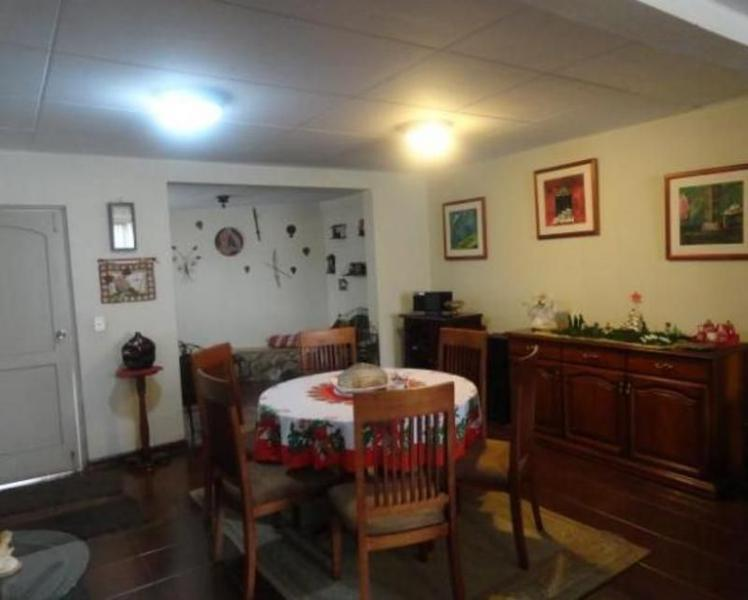 Foto Casa en Venta en  Norte de Cuenca,  Cuenca  Oportunidad villa  en venta Urb. Privada Av. Gonzáles Suárez $99.000