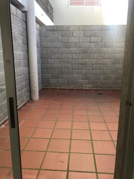 Foto Local en Alquiler en  La Plata ,  G.B.A. Zona Sur  64 entre 120 y 121