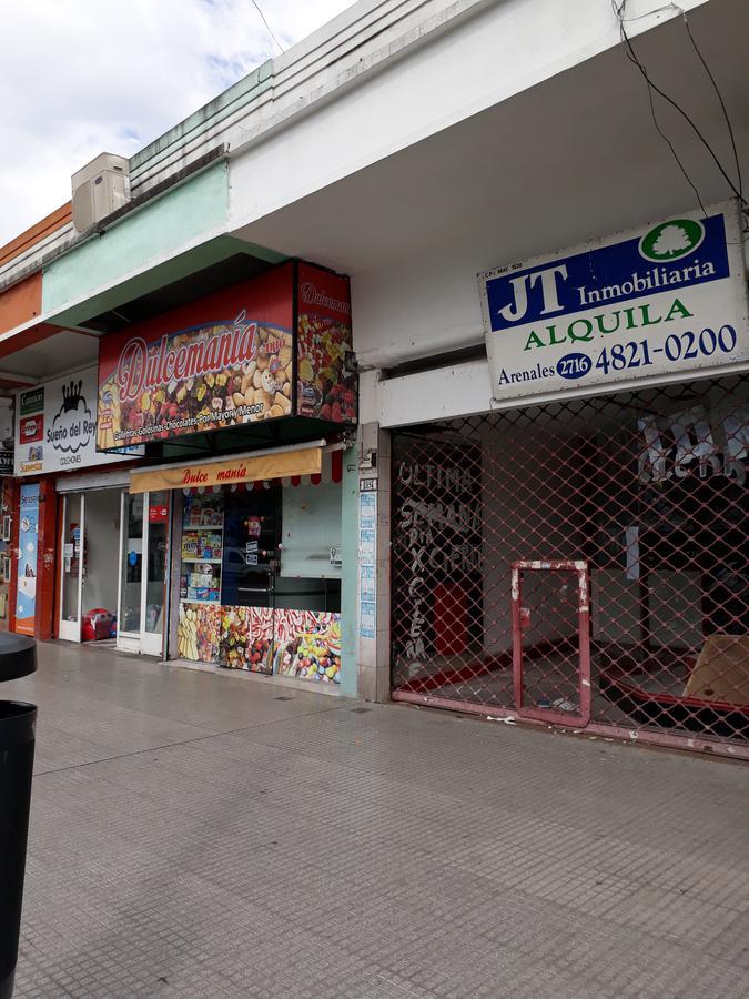 Foto Local en Alquiler en  Villa Devoto ,  Capital Federal      Beiró 5374