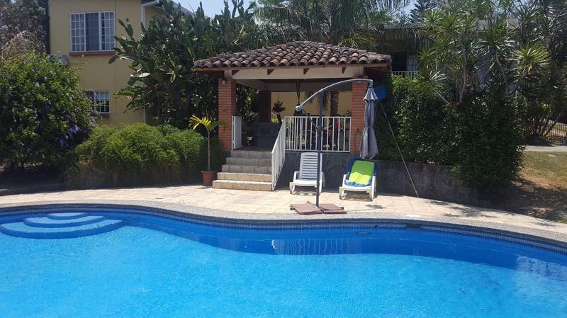 Foto Casa en Venta en  Santana,  Santa Ana  Casa independiente en Santa Ana con piscina