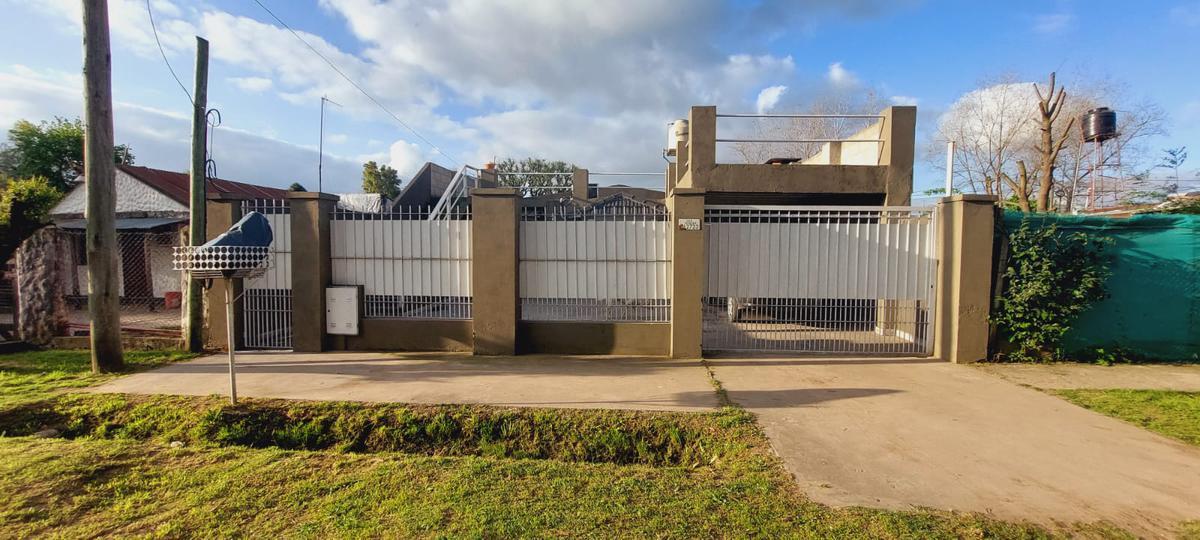 Foto Casa en Venta en  Francisco Alvarez,  Moreno  Los Robles al 2700