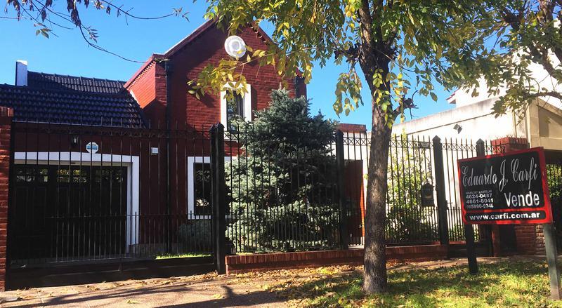 Foto Casa en Venta en  Castelar Norte,  Castelar  Lincoln al 400