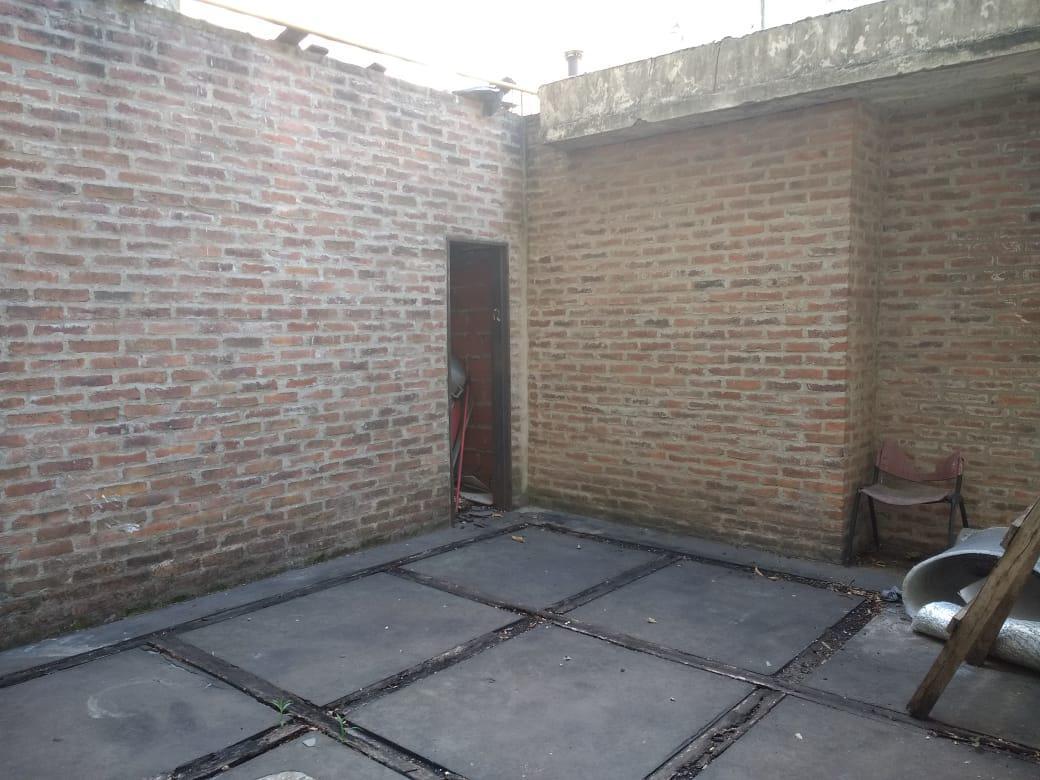 Foto Local en Alquiler en  Barrio Vicente López,  Vicente López  Av. Maipú al 1300