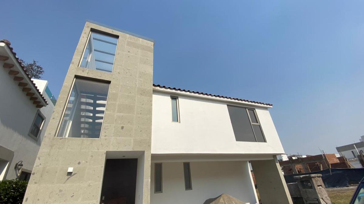Foto Casa en Venta en  San Miguel Totocuitlapilco,  Metepec  Venta de casa en Condado del Valle Bakeira