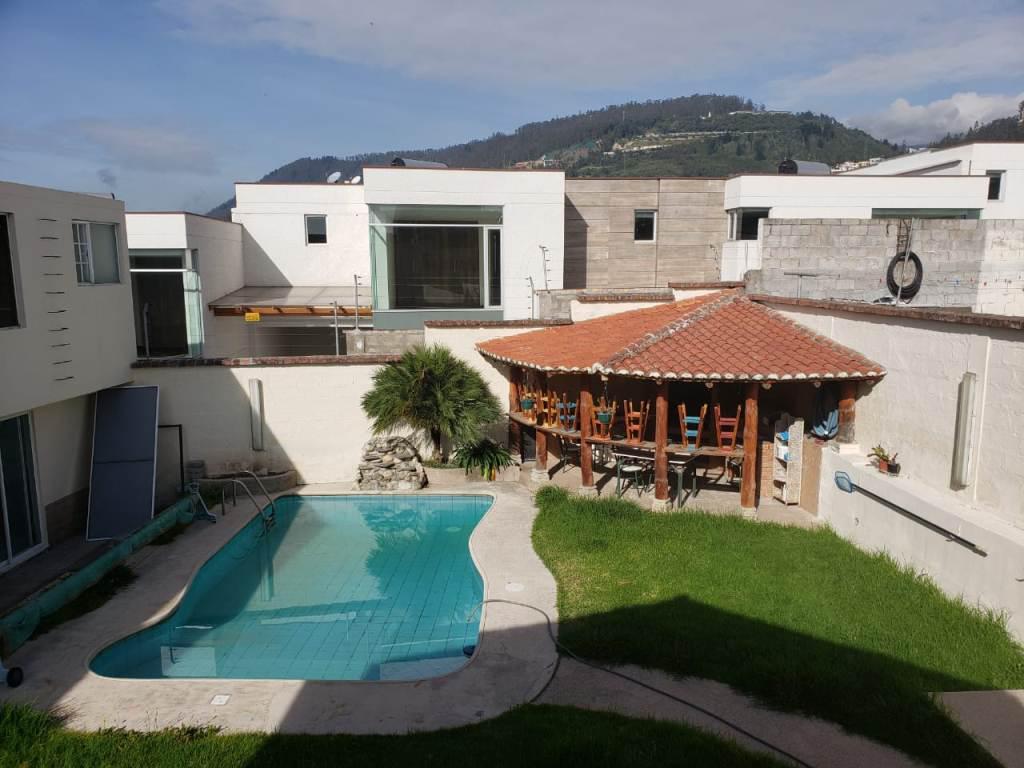 Foto Casa en Venta en  Nayón - Tanda,  Quito  Nayón, hermosa propiedad con 2 casas y piscina