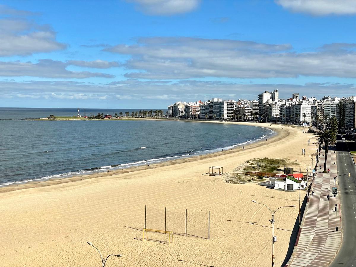 Foto Apartamento en Alquiler en  Pocitos Nuevo ,  Montevideo  Rambla República del Perú