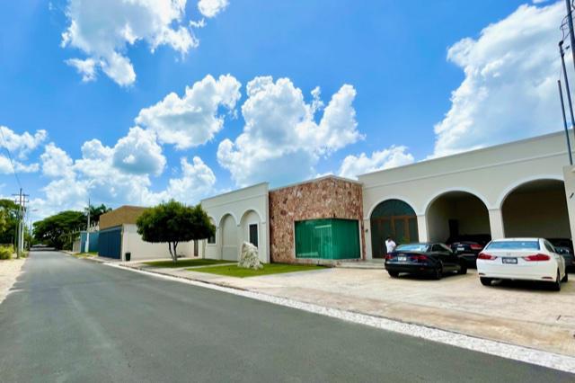 Foto Casa en Venta en  Mérida ,  Yucatán  Casa en Mérida muy amplio terreno 1137m2
