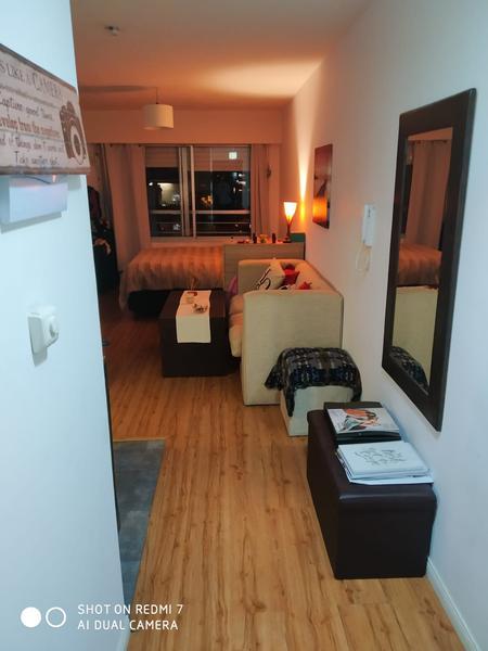 Foto Departamento en Alquiler en  Pocitos ,  Montevideo  Monoambiente     DIVINO EN PLENO POCITOS  sin muebles