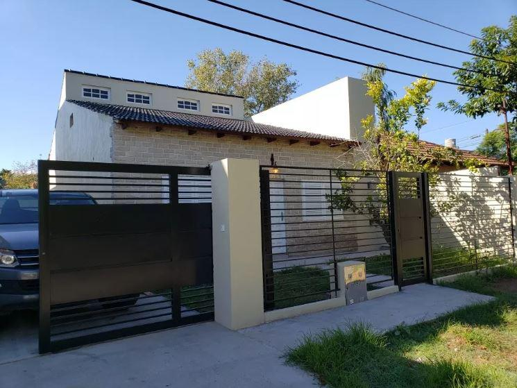 Foto Casa en Venta en  Manuel B Gonnet,  La Plata      481 e/ 25 y 26