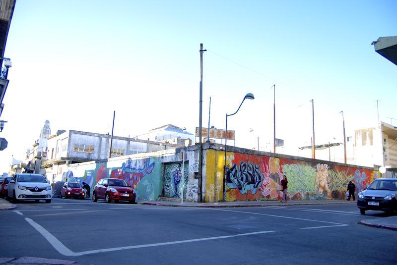 Foto Terreno en Venta en  Ciudad Vieja ,  Montevideo          Terreno con RentaI Ciudad Vieja I 25 de Mayo esquina Maciel