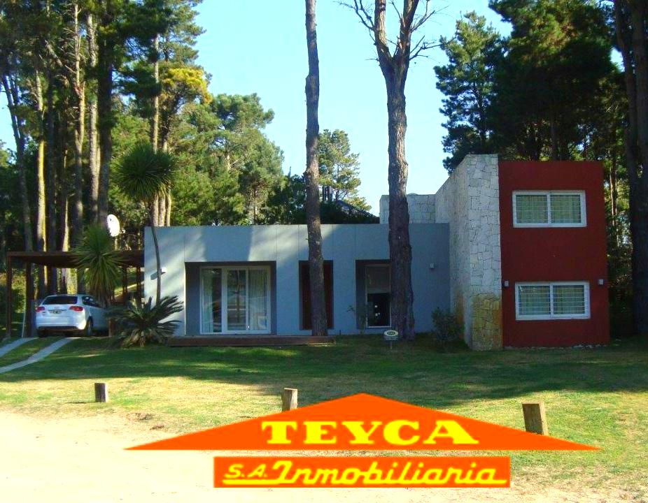 Foto Casa en Venta en  Pinamar ,  Costa Atlantica  CUL DE SAC DE JUNCAL