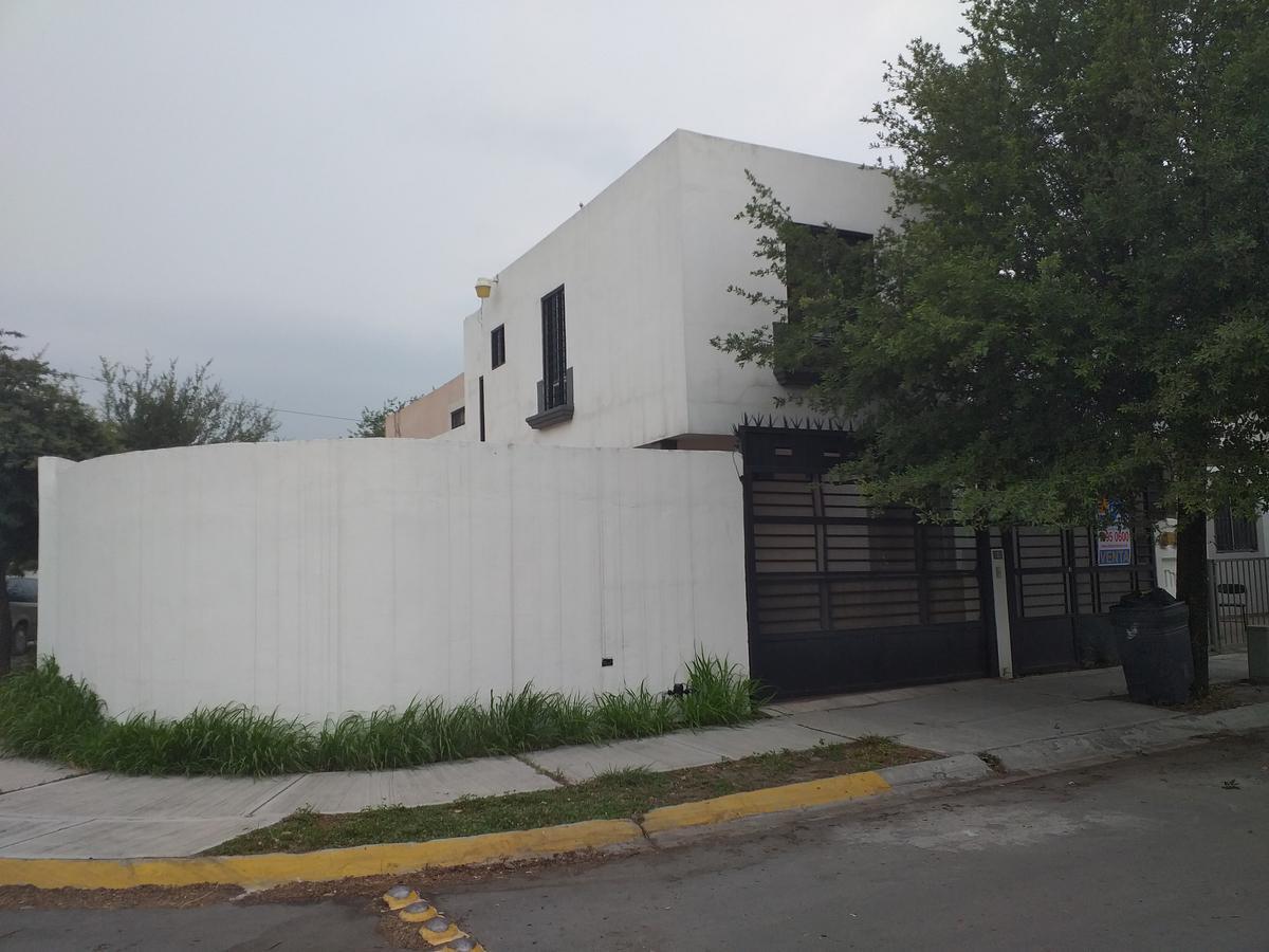 Foto Casa en Venta |  en  Jacarandas,  Apodaca  Jacarandas