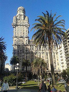 Foto Edificio Comercial en Alquiler   Venta en  Montevideo ,  Montevideo  Pleno Centro de Montevideo sobre Calle Principal