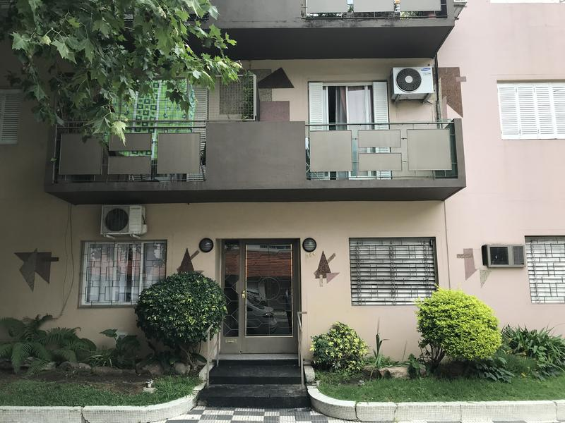Foto Departamento en Venta en  Lomas de Zamora Oeste,  Lomas De Zamora  M. CASTRO 584 esq. Castelli, Piso 1ro. Depto. 7 - Contrafrente -