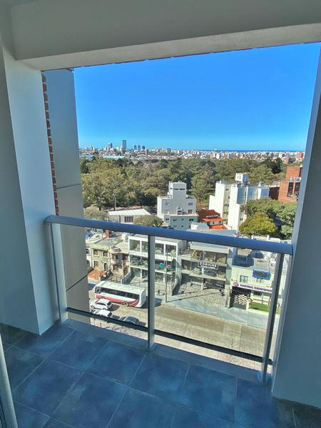 Foto Departamento en Alquiler en  Parque Batlle ,  Montevideo  A estrenar un dormitorio, y garaje, piso alto,CON ESTUPENDAS VISTAS.
