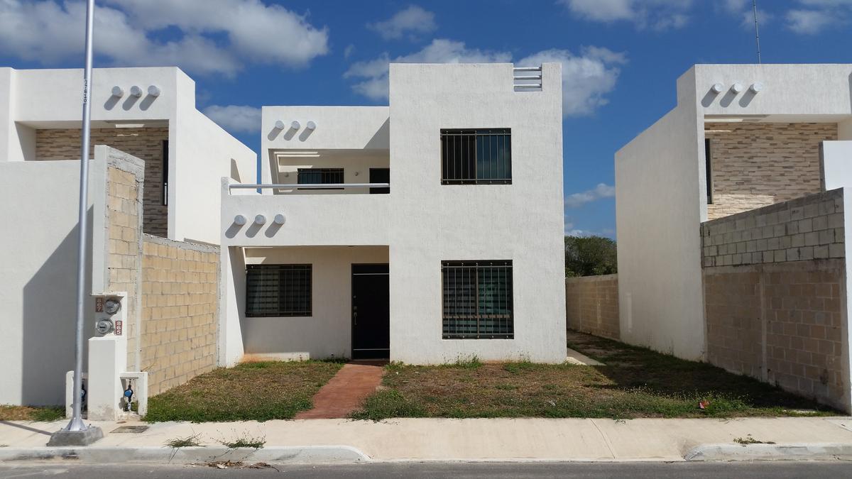 Foto Casa en Renta en  Fraccionamiento Las Américas,  Mérida   Casa en renta dos Plantas Las Americas