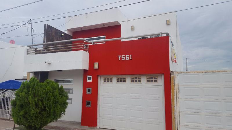 Foto Casa en Venta en  Fraccionamiento Los Sauces,  Culiacán  CASA DE 2 PLANTAS, 3 REC CON RECÁMARA EN PLANTA BAJA, SECTOR AEROPUERT