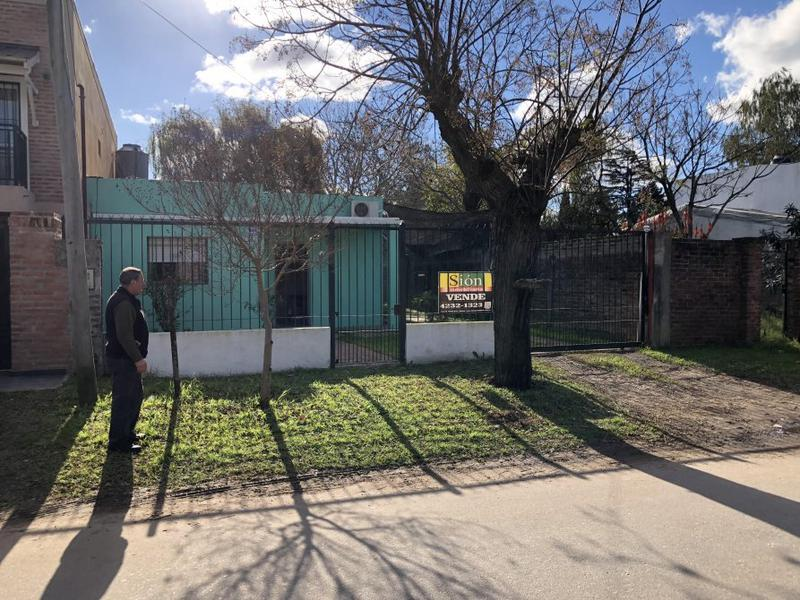 Foto Casa en Venta en  Ezeiza ,  G.B.A. Zona Sur  ANGOSTURA 55
